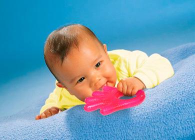Как помочь ребенку при прорезывании зубов комаровский — Зубы