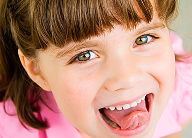 Белый налет на языке у ребенка – причины. Почему на языке белый налет у новорожденного, у грудничка, после года?