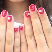 Красивый детский розовый маникюр