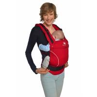 У девушки красный спортивный рюкзак, а внутри малыш