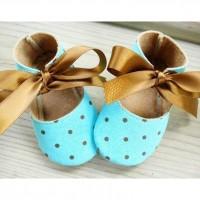 Малышковые туфлишки с золотыми бантиками
