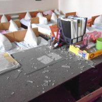 Разбитое стекло на столе