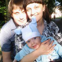 Счастливая семья с сыночком