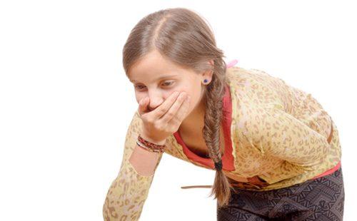 Девочку тошнит